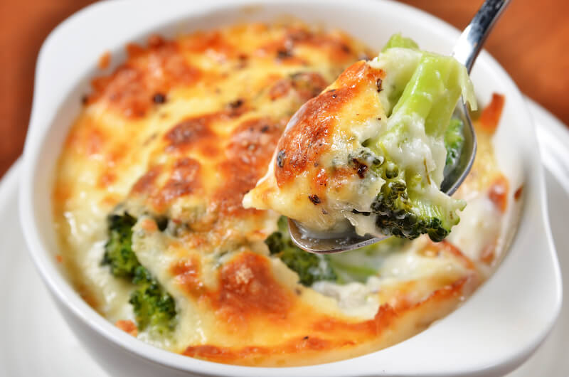 Zapekané zemiaky s brokolicou a syrom