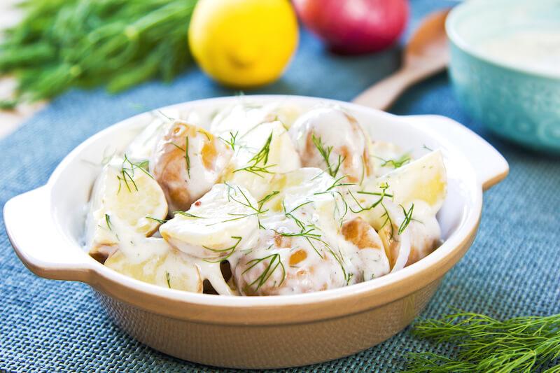 Pečené zemiaky s kôprovým dipom